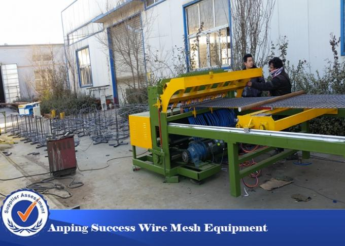Professional Fence Mesh Welding Machine For Floor Roof Wire Netting 380v